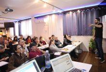 מור פאר בהרצאה: להגיע לפריצות דרך במכירות ולביצועי שיא (תמונה: מאגר אישי)