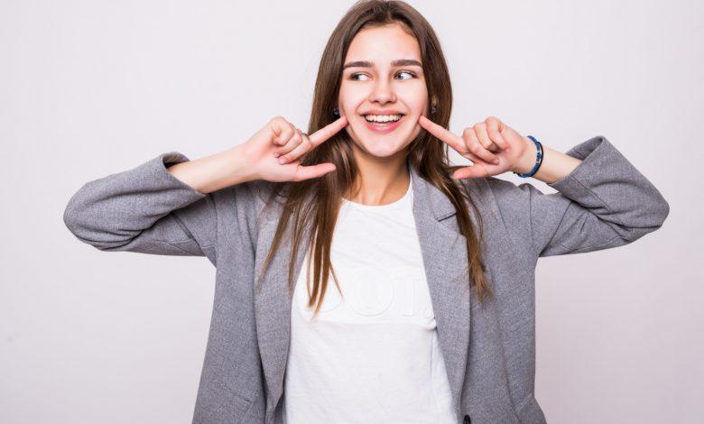 10 יתרונות להלבנת שיניים שאתם חייבים להכיר ב 2021